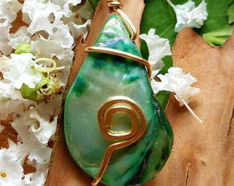 Green Teardrop Spiral Necklace