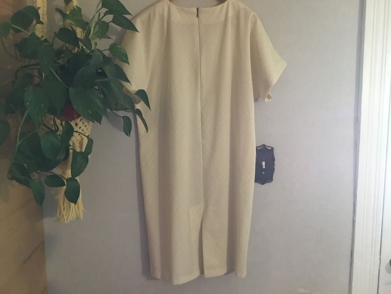 6070s  Ivory Dress with Complimentary Earrings,Size Medium,Soft Textured Polyester Knit Simple Elegance