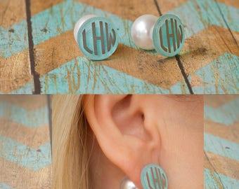 Monogram Peek-a- Boo pearl earrings