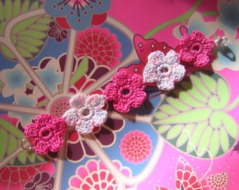 Pink and white flowers bracelet