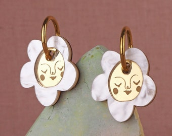 Sundays Bloom gold hoops Single Flower earrings - Pearl / Gold