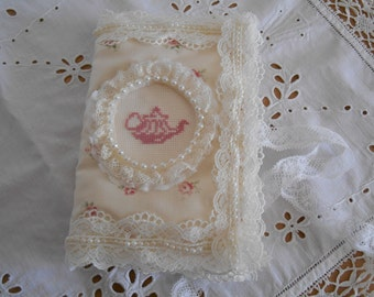 The shabby fabric pouch