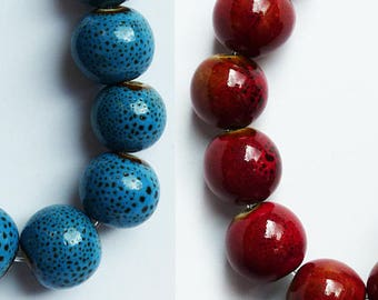 10 ceramic round beads 10 mm * blue or red speckled