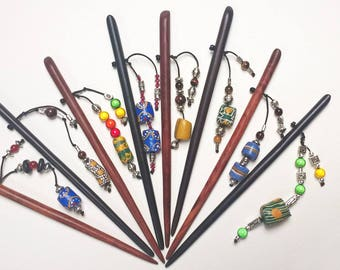 This hair stick wood with glass beads * choice *.