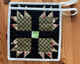 """One Pair of Patchwork Potholders """"Bear Paw"""""""