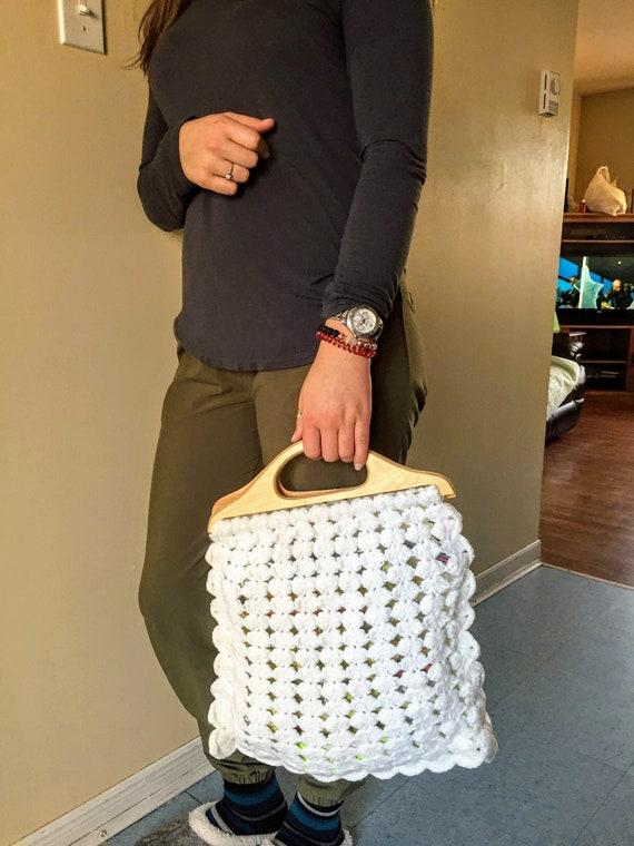 70s, White CROCHET & WOOD HANDLES Handbag | Croche