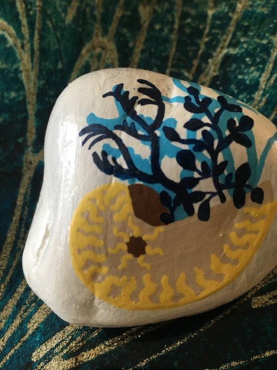 Peint des roches, roche peinte à la main, roches peintes à la main, à la main des pierres peintes, cadeaux sous 50, décor de plage, décor côtier, décor de plage lunatique