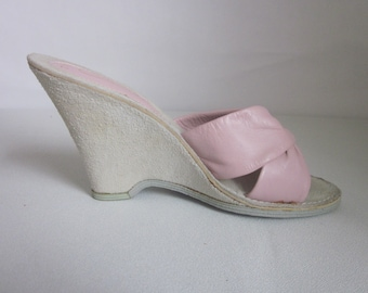 9be66f5ee680e1 1980s Unworn Pale Pink Leather Wedge-Soled Slides by