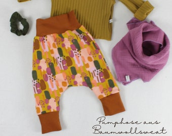 Pump pants made of cotton sweat, pattern mix print with the following colors: cinnamon, ochre, lilac, fir, rose