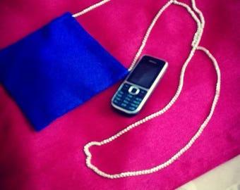 étui pour  téléphone ou mini-sac  bleu roi à porter en boudoulière