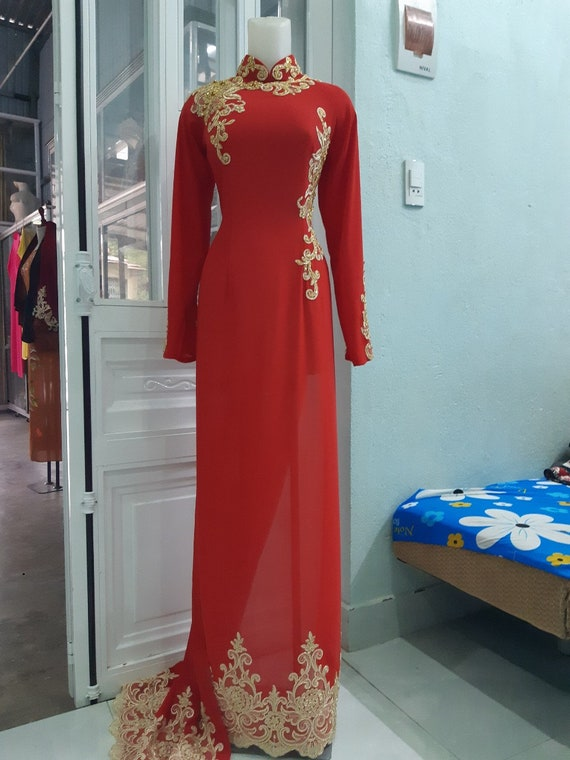 Robe longue de mariage traditionnelle vietnamienne, ao dai cuoi, ao dai co  dau, rouge, tissu de soie
