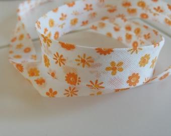 White 20 mm color textile bias flower orange