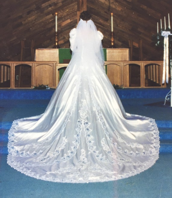 Wedding Dress with long Train, Pearl sequins and Lace, Petticoat included, Vintage 1990's Cathedral