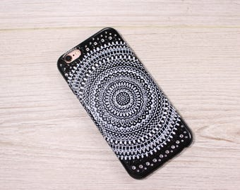 """Case with hand painted """"Mehndi"""" iPhone 6/6s"""