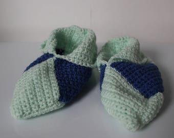 slippers in green and blue crochet yarn size 33-34