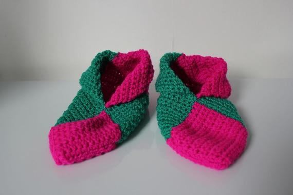 chaussons en laine roses fuchsia et verts au crochet taille 33-34
