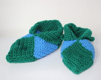 slippers in green and blue crochet yarn size 35-36