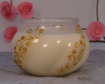 Large candle 100% natural customizable vanilla scent.