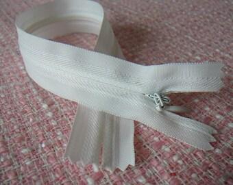 Zipper 25 cm white INVISIBLE zipper