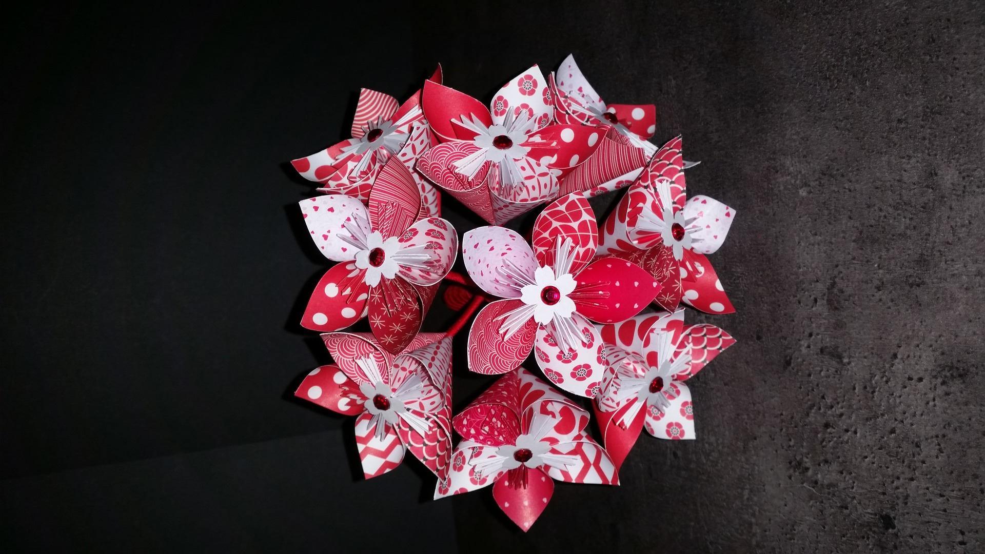 exemple bouquet de 9 fleurs origami en papier rouge etsy. Black Bedroom Furniture Sets. Home Design Ideas