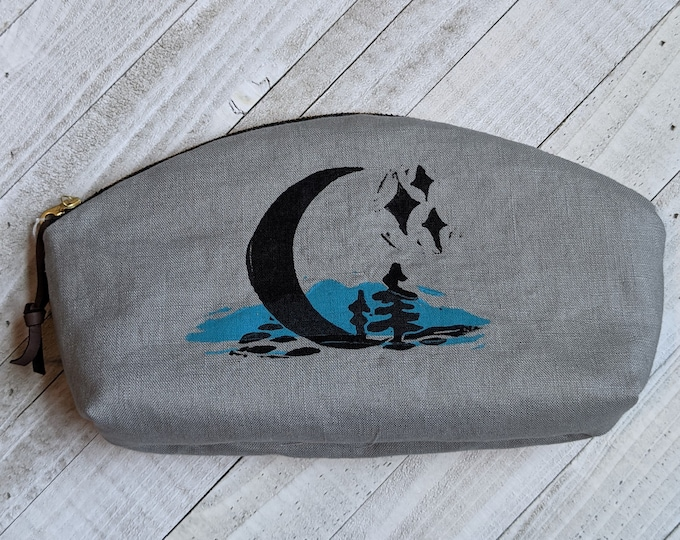 Crescent Moon Mountains Large Mouth Zip Pouch - Gray
