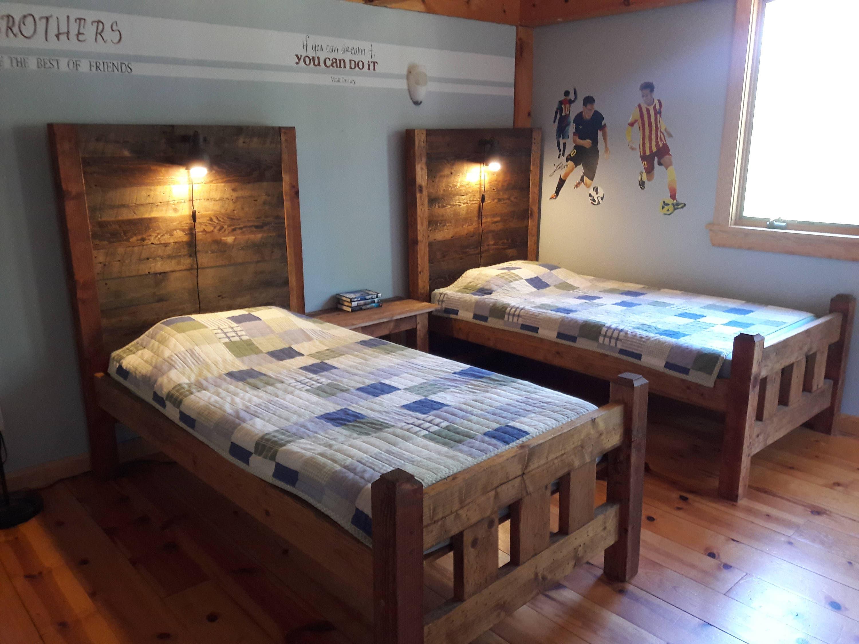 Twin-Bett mit Nachtlicht