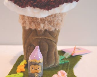 Wee Toadstool Home with Woodfolk