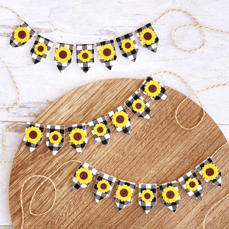 Sunflower and Buffalo Check Mini Banner image 0