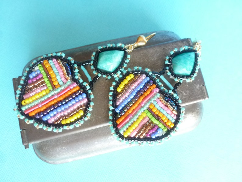 natural stone and fabric glass multicolored colors. Earrings embroidered with the Rainbow Heart needle