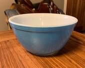 Blue Pyrex 401 1 1 2 Pint Mixing Bowl