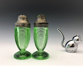 Hazel Atlas Salt and Pepper Shakers - Paperclip Pattern - Green Depression Glass - Glowing Uranium Glass