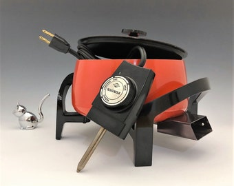 Westbend Electric Fondue Pot - Classic Orange - Retro Party Pot