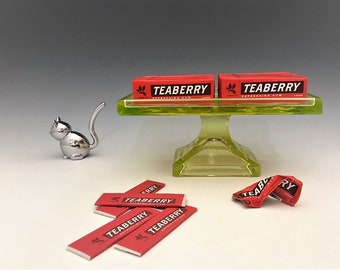 Clark's Teaberry Gum Point of Sale Display Stand - Glowing Vaseline Glass