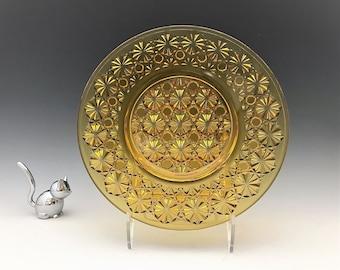 L. E. Smith No. 4680 Daisy and Button 8 Inch Plate in Amber