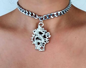 Y2K 90s style Bold chain dragon choker necklace