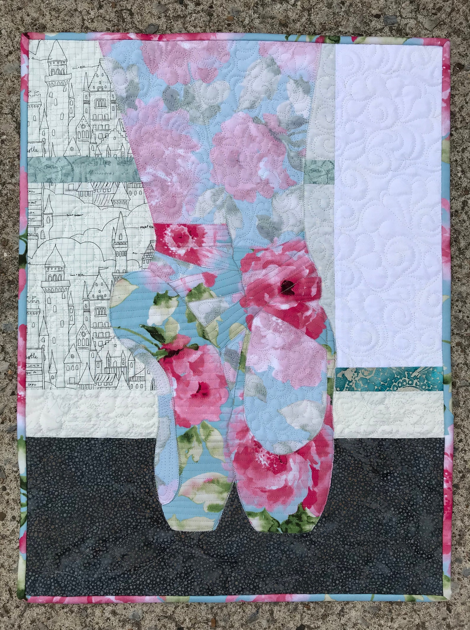 quilt patterns/ballet shoes pattern/quilted wall hanging/pointe shoes/ballerina quilts/fusible applique/art quilts/use both side