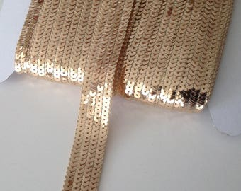 Round sequins with SEquins OR DORÉ on 4 rows, sold to the cut by multiples of 20cm