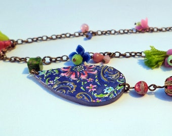 Hand shaped porcelain beads necklace
