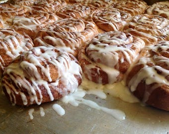 One dozen low sodium (salt free!) large Low Sodium Cinnamon Rolls.  Icing included in a package on the side.