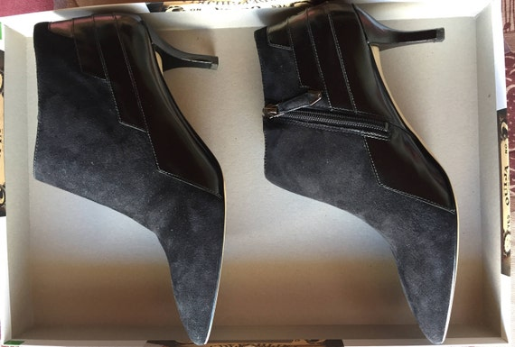 48f91b0bd8492 Pointy boots black suede leather and varnish, zip closure on the side. Very  stylish boots rock'n ' roll Vampy Witchy Class and Chic.