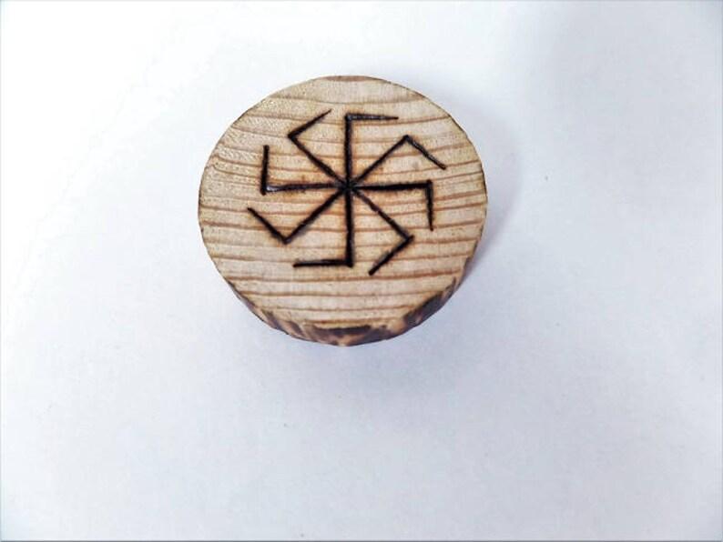 Kühlschrank Uhr Magnetisch : Wikinger heidnischen holz kühlschrank magnet etsy