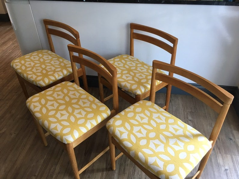 Brilliant Mid Century 1960S 1970S Danish Style Dining Chairs X 4 In Blonde Wood Reupholstered In Fire Retardant Geometric Chenille Fabric Download Free Architecture Designs Rallybritishbridgeorg