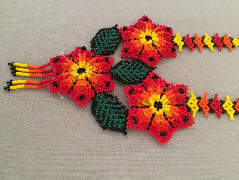 Handbeaded necklace and earrings marguerite flower sets