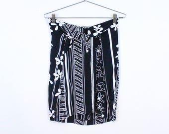 90s Black and White Stripe and Daisy Print Mini Skirt / Scarf Waist / Tie Waist / Op Art / Pop Art / Clueless / Grunge / Small / 90210 / S