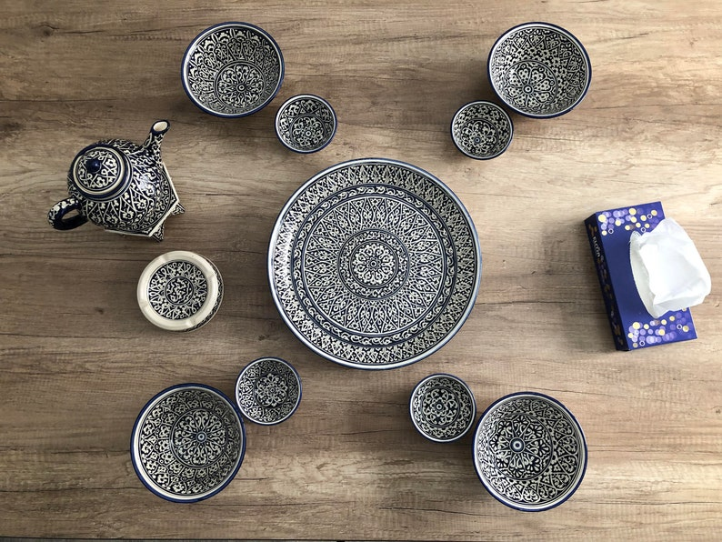 Blue and white oriental pattern dinnerware ceramic set. Set image 0