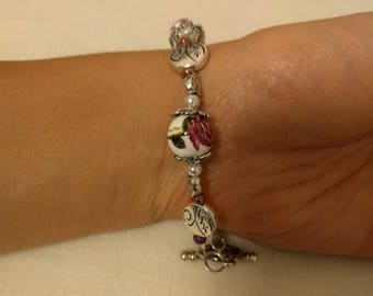 Rose and leaf bead bracelet