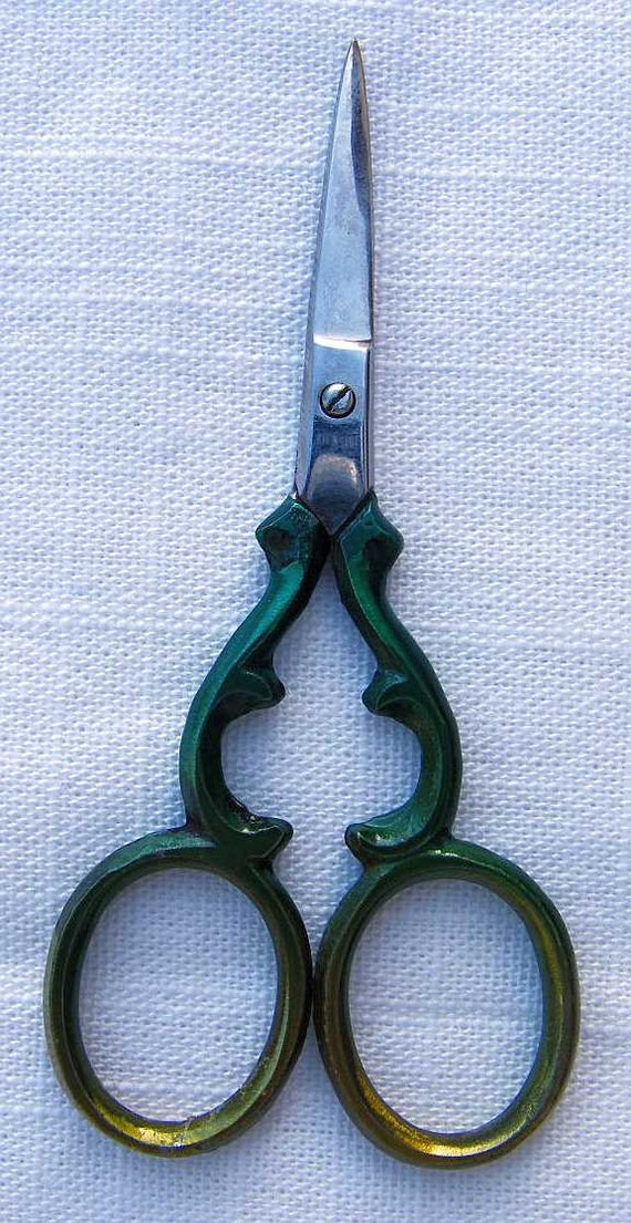 """Various Styles and Colour 3.5"""" and 4/'/' Craft Cross Stitch Embroidery Scissors"""