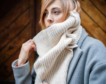 women knitted scarf, knit chunky scarf, merino scarf, wool scarf cowl, hand knit scarf, beige knit scarf, women knit snood, knitted cowl