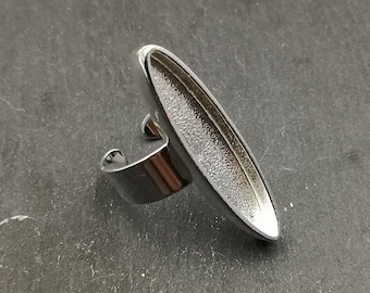 With default in the bottom of the bowl - Oval Ring long 8x37X4mm - Brass/white iron silver finish 925