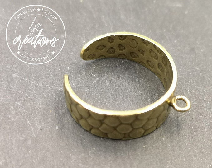 8mm hammered ring support with brass ring finish